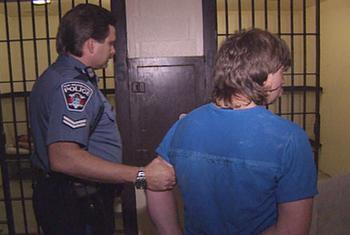 Episodio 2 (TTemporada 2) de Under Arrest